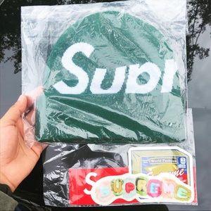 Green supreme big logo beanie